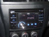 Фотография установки магнитолы JVC KW-XR417EE в Nissan Almera Classic