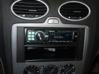 Фотография установки магнитолы Alpine CDE-9880R в Ford Focus 2