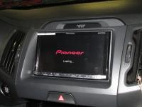 Фотография установки магнитолы Pioneer AVH-X8800BT в KIA Sportage III (SL)