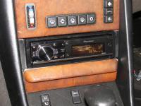 Фотография установки магнитолы Pioneer DEH-80PRS в Mercedes S class (W126)