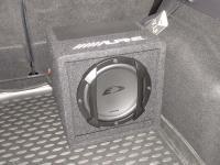 Установка сабвуфера Alpine SWE-815 в Ford Kuga II