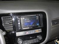 Фотография установки магнитолы Pioneer AVH-X2800BT в Mitsubishi Outlander III