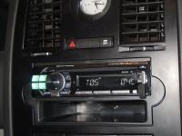 Фотография установки магнитолы Alpine CDE-111R в Chrysler 300C