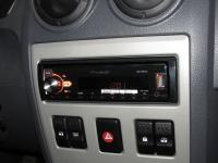 Фотография установки магнитолы Pioneer MVH-X580BT в Renault Logan