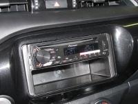 Фотография установки магнитолы Pioneer DEH-1900UBA в Toyota Hilux VIII