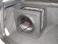 Установка сабвуфера Alpine SBG-1244BR в Volkswagen Golf