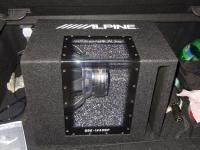 Установка сабвуфера Alpine SBE-1243BP в Ford Focus 2