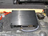 Установка усилителя Helix V EIGHT DSP в Volkswagen Touareg II NF