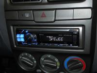 Фотография установки магнитолы Alpine CDE-114BTi в Hyundai Accent