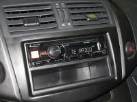 Фотография установки магнитолы Alpine CDE-180R в Toyota RAV4.3