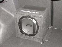 Установка сабвуфера Alpine SWE-815 в KIA Ceed II (JD)