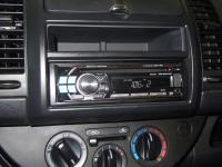 Фотография установки магнитолы Alpine CDE-112Ri в Nissan Note