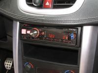 Фотография установки магнитолы Alpine UTE-92BT в Peugeot 207 CC