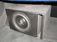 Установка сабвуфера Ground Zero GZRW 12D4 vented box в Toyota Avensis