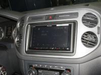 Фотография установки магнитолы Pioneer AVH-Z5000BT в Volkswagen Tiguan