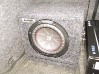 Установка сабвуфера Kicker 43CWR84 h-box vented в Skoda Octavia (A7)
