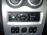 Фотография установки магнитолы Alpine iDA-X311 в Renault Sandero