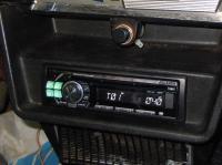 Фотография установки магнитолы Alpine CDE-111R в Lada 2103