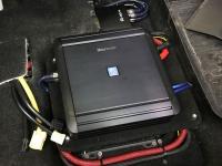 Установка усилителя Alpine MRV-M500 в Mitsubishi Outlander III