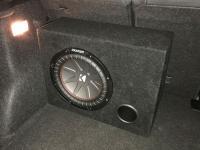 Установка сабвуфера Kicker 43CWR104 в BMW X1 (E84)