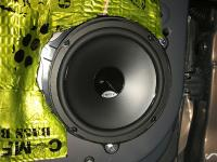 Установка акустики Hertz DSK 165.3 в Lada Vesta