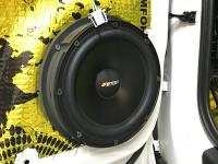 Установка акустики Eton POW 200.2 Compression в Audi Q3