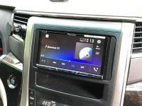 Фотография установки магнитолы Pioneer AVH-Z5100BT в Toyota Alphard