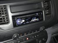 Фотография установки магнитолы Pioneer DEH-S5000BT в Peugeot Expert III