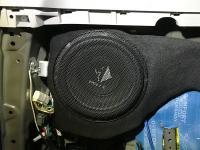 Установка сабвуфера Helix K 10W в Toyota Land Cruiser 150