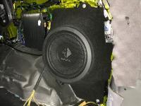 Установка сабвуфера Helix K 10W в JEEP Grand Cherokee (WK2)