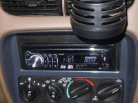 Фотография установки магнитолы Pioneer DEH-6310SD в Dodge Stratus