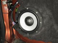 Установка акустики Morel Tempo Ultra 602 в Lada Vesta SW Cross