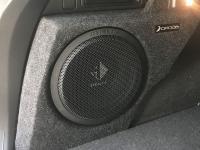 Установка сабвуфера Helix K 10W в Volkswagen Tiguan II