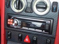 Фотография установки магнитолы Alpine CDE-111RM в Mercedes SLK