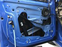 Установка Comfort Mat Dark D2 в BMW X1 (F48)