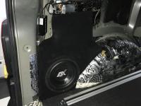 Установка сабвуфера ESX SX1040 в Volkswagen Multivan T6