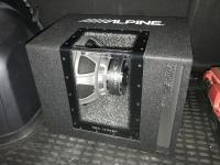 Установка сабвуфера Alpine SBG-1244BP в Mitsubishi Outlander XL