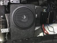 Установка сабвуфера Helix K 10W в Land Rover Range Rover Sport