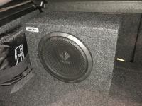 Установка сабвуфера Helix K 10W box в BMW i3S