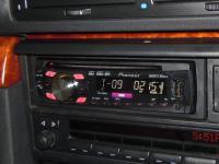 Фотография установки магнитолы Pioneer DEH-2300UB в BMW 7