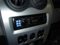 Фотография установки магнитолы Alpine CDA-105Ri в Renault Logan