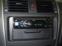 Фотография установки магнитолы JVC KD-DV5507EE в Toyota Corolla X