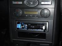 Фотография установки магнитолы Alpine CDE-114BTi в Ford Mondeo 3 (Mk III)