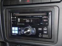 Фотография установки магнитолы Alpine CDE-W203Ri в Volkswagen Polo V