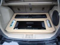 Установка усилителя Soundstream TRX1000D в Dodge Caliber