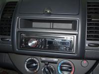 Фотография установки магнитолы Pioneer DEH-2200UB в Nissan Note