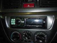 Фотография установки магнитолы Alpine CDE-9880R в Mitsubishi Lancer