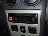 Фотография установки магнитолы Alpine CDE-120RM в Renault Logan