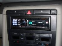 Фотография установки магнитолы Alpine CDA-117Ri в Audi A4 (B7)