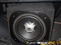 Установка сабвуфера JBL GT5-12 в Renault Koleos